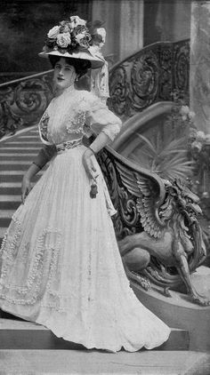 Dress with ribbons for the races, hat by Maison Heitz-Boyer, photo by De Guy, Les Modes August 1907