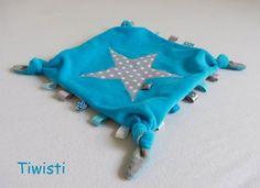 Items similar to Doudou plat à noeuds et étiquettes en velours tout doux gris et turquoise, motif étoile. on Etsy