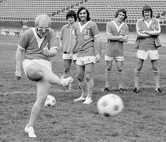 Elton John, with George Best in the background. Elton John was a part owner of the LA Aztec NASL franchise