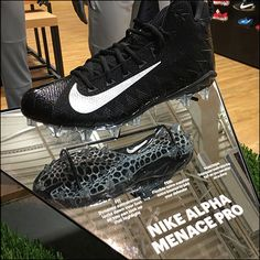 This Nike Mirrored Athletic Shoe Cleat Display addresses Fit, Feel and Traction as distinct benefits. To emphasize the features it is mirrored and reflects Shoe Boutique, Boutique Design, Cleats Shoes, Nike Shoes, Retail Concepts, Shoe Display, Retail Merchandising, Football Cleats, Mirrors