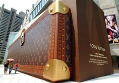 Louis Vuitton store as a bag? We love this bold and creative store exterior which is bound to stir up a buzz, not to mention lend itself to some fun pictures on social media outlets! #LouisVuitton #retail