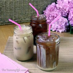 Cold-Brewed Iced Coffee Recipes {Tutorial} Get the smoothest taste without bitterness using this easy method. You can control the sweetness, flavor, creaminess, calories, and cost by making your own. Non Alcoholic Drinks, Fun Drinks, Yummy Drinks, Yummy Food, Beverages, Yummy Eats, Yummy Yummy, Cold Brew Iced Coffee, Coffee Drinks