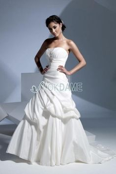 Normale Taille gerüschtes trägerloser Ausschnitt bodenlanges Brautkleid mit Gericht Schleppe mit Falte Mieder