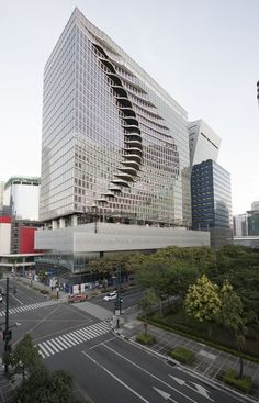 Assinado pelo escritório CAZA, projeto traz ilusão de ótica que dá movimento à City Center Tower