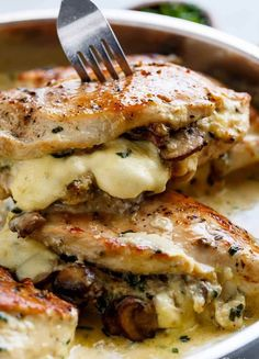 Cheesy Garlic Butter Mushroom Stuffed Chicken WITH an optional Creamy Garlic Par., Garlic Butter Mushroom Stuffed Chicken WITH an optional Creamy Garlic Parmesan Sauce! Garlic Mushroom lovers this is THE recipe of your dreams! Chicken Thights Recipes, Chicken Parmesan Recipes, Chicken Salad Recipes, Recipe Chicken, Chicken Mushroom Recipes, Chicken Meals, Garlic Recipes, Chicken Mushrooms, Soup Recipes