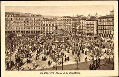 #Pamplona #Navarra. Plaza del Castillo, en ese momento llamada Plaza de la República