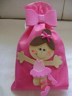 Saquinho Bailarina Diy Resin Crafts, Foam Crafts, Diy And Crafts, Crafts For Kids, Paper Crafts, Baby Shower Souvenirs, Ballerina Birthday, Minnie, Party Time