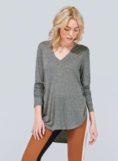 WILFRED MÉMENTO T-SHIRT - An overlapping tulip hem freshens up the essential long-sleeve V neck lavander $19.99