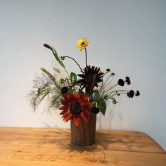 Irresistable arrangment by @emmasundaysunday #inspiration #colour #mood #flora