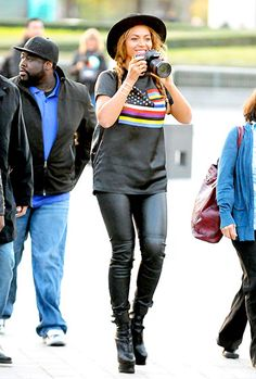 Beyonce — in leather leggings, platform boots, and a T-shirt -— snapped photos on her trip to the Louvre in Paris.