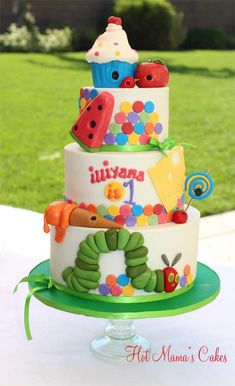 The very Hungry Caterpillar with dripping ice cream, watermelon and cupcakes! This cake was designed using inspiration from Erin Salerno. The cupcake was made using RKT and then fondant. Beautiful Cakes, Amazing Cakes, Fondant Cakes, Cupcake Cakes, Hungry Caterpillar Cake, Caterpillar Book, Chenille, Love Cake, Cute Cakes