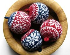 Knitted Christmas Ornaments > Balls Up ! Nordic Designs -Free pattern by G H… – Christmas Crochet Knitted Christmas Decorations, Knit Christmas Ornaments, Noel Christmas, Christmas Crafts, Ball Ornaments, Handmade Ornaments, Handmade Christmas, Christmas Knitting Patterns, Yarn Crafts