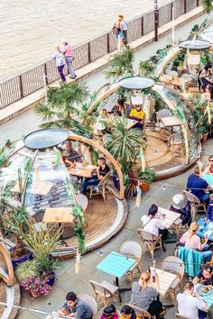 These cozy winter igloos transform into tropical surfer shacks in the s. - London…These cozy winter igloos transform into tropical surfer shacks in the summer! Tag a friend you'd want to have drinks here with. Coffee Shop Design, Cafe Design, Design D'espace Public, Outdoor Restaurant, Outdoor Cafe, Landscape Architecture Design, Restaurant Interior Design, Travel And Leisure, Garden Design