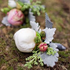 Boutonnieres perfect for a vintage or DIY wedding.