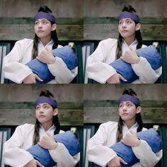 V in hwarang Hwarang Taehyung, Kim Taehyung Funny, Taehyung Smile, V Bts Hwarang, V Hwarang, Kdrama Memes, Funny Videos For Kids, Korean Star, Foto Bts