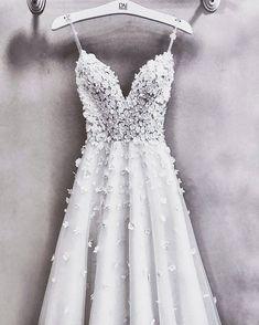 White a-line wedding dress. - White a-line wedding dress. Grad Dresses, Best Wedding Dresses, Boho Wedding Dress, Wedding Gowns, Bridesmaid Dresses, Casual Dresses, Formal Dresses, Pretty Dresses, Beautiful Dresses