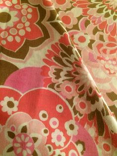 70s piece of retro vintage sheet fabric. Medium cotton weight. Good condition. Lovely floral pattern. Craft on Etsy, 100:00kr