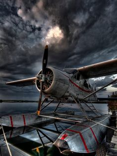 High quality images, videos or gifs of aircraft, rotorcraft, gliders and other aspects of aviation. Sea Plane, Float Plane, Avion Cargo, Image Avion, Bush Pilot, Bush Plane, Foto Transfer, Old Planes, Airplane Art