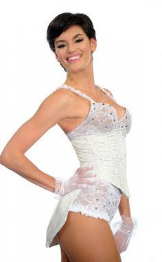 Florencia Viterbo (Bailarina, Argentina) (#LaMorochade PeloCorto). Le gusta la fotografía, sus medidas son 90-65-95