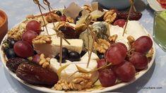 Sos de brânză albastră cu mucegai - rețeta de blue cheese dip (la rece) | Savori Urbane Limoncello, Nachos, Caramel Apples, Gem, Cheese, Desserts, Food, Tailgate Desserts, Deserts