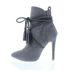 Lola is the cutest grey bootie you could ever have in your shoe collection. With… Lola is the cutest grey bootie you could ever have in your shoe collection. With its classic stiletto heel, she can be paired with anything. Hot Shoes, Shoes Heels, Pumps, Heeled Boots, Bootie Boots, Boots Talon, Botas Sexy, Grey Booties, Leather Booties