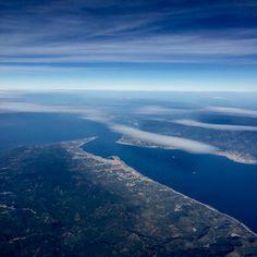 Lo stretto di Messina visto a bordo di un aereo