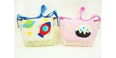 斜めがけのショルダーバッグは、おでかけや通学用のサブバッグにぴったり** 飾りでボタンをつけてみるのもおススメです! A messenger bag convenient for outgoing or commuting. Let's try decorating with buttons! #shoulderbag #quilt #sewing #handmade #JAGUAR