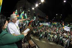Contundente apoyo al Gobernador Rubén Costas en la concentración en la Plaza 24 de Septiembre el 20 de julio.