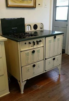 Very nice Vintage Cook Stove. Antique Kitchen Stoves, Antique Stove, Old Kitchen, Vintage Kitchen, Kitchen Stuff, Kitchen Ideas, Wood Burner Stove, Wood Burning Cook Stove, Wood Stoves