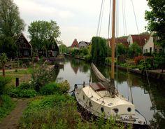 Olanda  - lungo i canali di Volendam