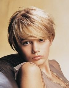 Very short wavy hair style, layers, blonde