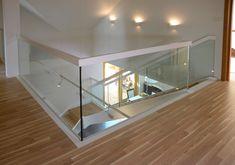 P164 Schody policzkowe   Drewno: dąb   Balustrada: szkło