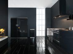 Strakke design keuken uitgevoerd met #Boretti keukenapparatuur in de kleur zwart. (foto: Boretti Nederland)