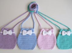 He encontrado este interesante anuncio de Etsy en https://www.etsy.com/es/listing/160183422/crochet-pattern-bow-purse-bag-instant