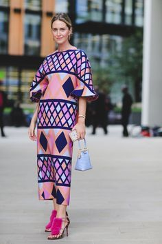 Yes you can wear a bold print, a statement shoe, and a baby bag all at the same…