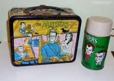 The Munsters Vintage Lunch Box Thermos by Kayro Vue 1965 Retro Lunch Boxes, Lunch Box Thermos, Cool Lunch Boxes, Metal Lunch Box, Munsters Tv Show, The Munsters, School Lunch Box, Old Tv Shows, Vintage Toys