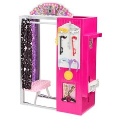 Barbie is set to spend the day with her sisters, giving them each quality time. With its fab shops, tasty restaurants and fun stops, Malibu Ave. makes the perfect destination for Barbie doll and her sisters, whatever the time of day, just like in the Sisters' Fun Day special! And whoever she is with, Barbie doll can stop at this glamorous Photo Booth for a special moment (dolls sold separately). The Malibu Ave. Kiosk has fun and interactive features designed to enhance storytelling and…