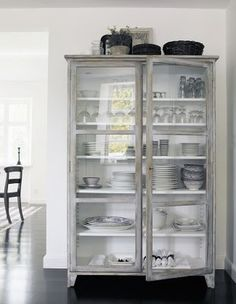 Free-standing storage for dinnerware.