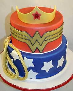 Wonder Woman cake, I am going to have a birthday party one of these years and I will make this for myself! Wonder Woman Birthday Cake, Wonder Woman Cake, Wonder Woman Party, Geek Cake, Wonder Woman Kuchen, Beautiful Cakes, Amazing Cakes, Video Game Cakes, Video Games