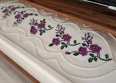 #sunnet #ceyiz #ozeltasarim #detaylar #kanevice #salontakimi #😍😚💕 Derrick Rose, Hardanger Embroidery, Textiles, Bargello, Diy And Crafts, Projects To Try, Instagram, Home Decor, Cross Stitch Borders