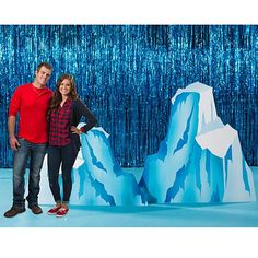 Our Mighty Mountain Glacier Standee Set has the look of large icebergs in hues of blue and white. Arctic Decorations, School Decorations, Operation Arctic, Frozen Musical, Everest Vbs, Winter Wonderland Christmas, Vbs Crafts, Stage Design, Set Design
