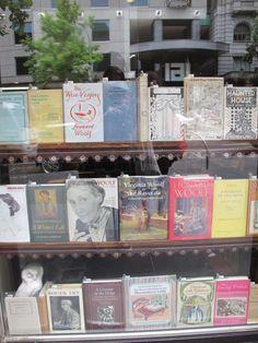 wallflowerbookclub: vetrina Virginia Woolf in una libreria di Melbourne