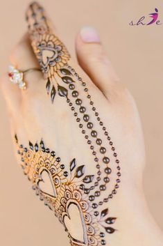 Love Mehndi Designs Simple  #arabicmehndidesigns #arabichennadesign #mehndidesignssimple #mehndidesigns2019 #mehndidesigns2020 #latestmehndidesigns #simplehennadesigns #mehndidesignseasy #mehndidesignforhandssimple Arabic Henna Designs, Best Mehndi Designs, Bridal Mehndi Designs, Simple Mehndi Designs, Chanel Hydra Beauty, Korean Face Mask, Beauty Glazed, Simple Henna, Juice Beauty