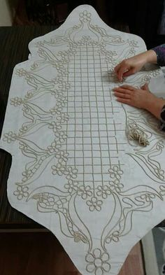 Diy Crafts - Crochet ideas that love Hand Embroidery Designs, Beaded Embroidery, Embroidery Patterns, Irish Crochet, Crochet Lace, Design Crafts, Diy Crafts, Bruges Lace, Romanian Lace