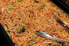 Pancit (Filipino Noodle Dish) Love this stuff! Wonder if mine will taste like Gina's? Filipino Noodles, Filipino Pancit, Filipino Dishes, Filipino Recipes, Asian Recipes, Ethnic Recipes, Filipino Food, Asian Noodles, Oriental Recipes