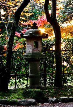 Love the lantern on a pedestal (for the corner of a courtyard Japanese Garden)     Kenroku-en garden, Kanazawa
