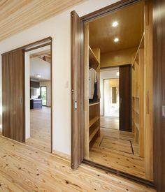 寝室と洗面所から入れるクローゼット   だんらんホーム Decor, Furniture, Room, Home, Bathroom Mirror, Framed Bathroom Mirror, Bathroom, Room Divider, Divider