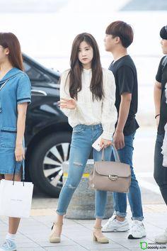 dedicated to female kpop idols. Snsd Fashion, Pink Fashion, Korean Fashion, Fashion Beauty, Fashion Outfits, Airport Fashion Kpop, The Most Beautiful Girl, Beautiful People, Korean Girl