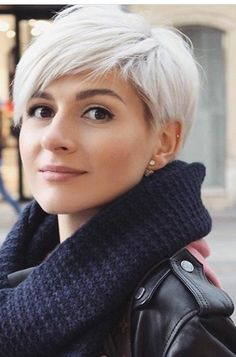 short hair color pixie 50 Sweet And Stylish Short Pixie Haircuts Or Hairstyles You Should Try This S Cute Haircuts, Stylish Haircuts, Short Pixie Haircuts, Short Summer Haircuts, Blonde Pixie Haircut, Lob Haircut, Fade Haircut, Short Grey Hair, Short Hair Cuts For Women