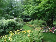 Daylilies, impatiens, and marigolds in Bob & Mary Ann's garden in Kentucky--Click through to see more photos of this garden!